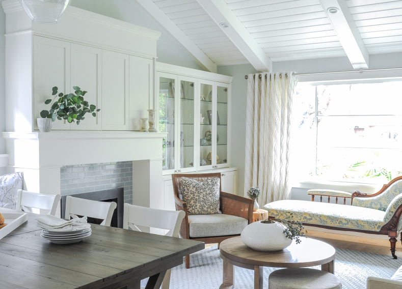 crisp clean living room white relaxing simply home decorating