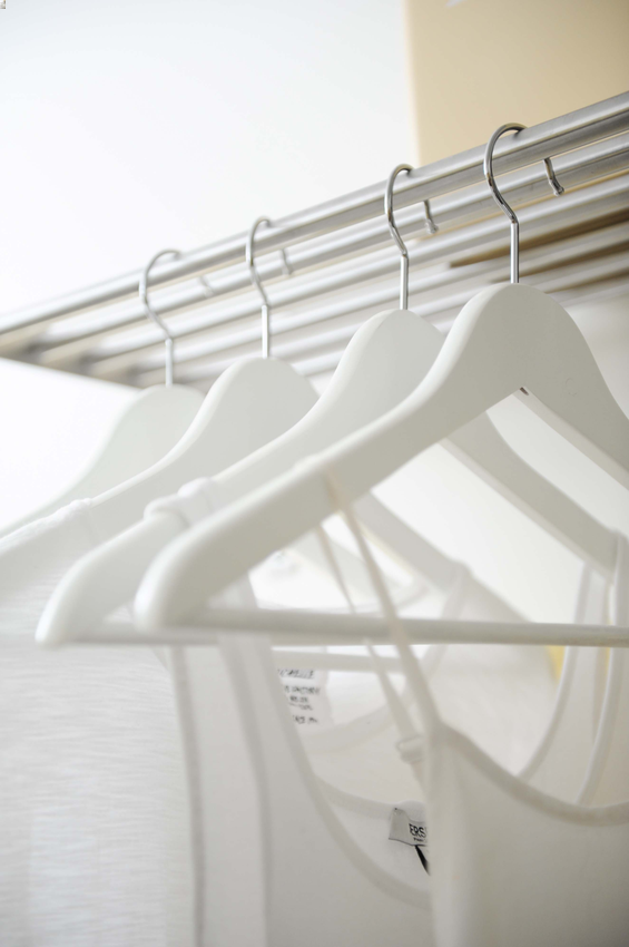 Simply-Home-Decorating_Boutique-Design-Studio_North-Vancouver-B.C._Decluttering_Closet-Hangers