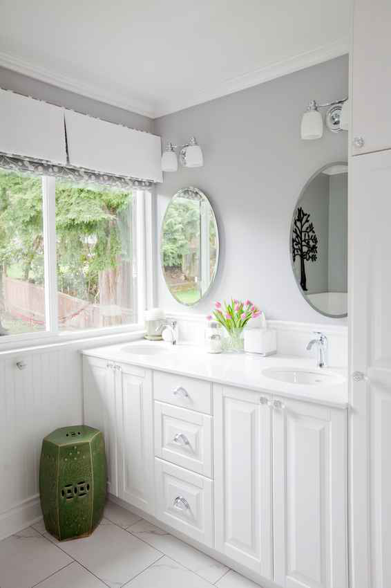Simply-Home-Decorating_Boutique-Design-Studio_North-Vancouver-B.C._Bathroom-After