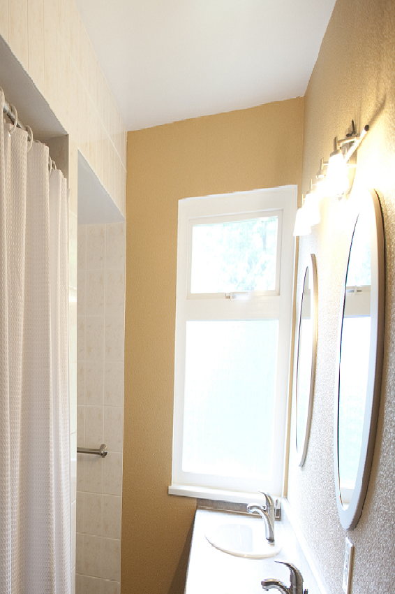 Simply-Home-Decorating_Boutique-Design-Studio_North-Vancouver-B.C._Bathroom-Before