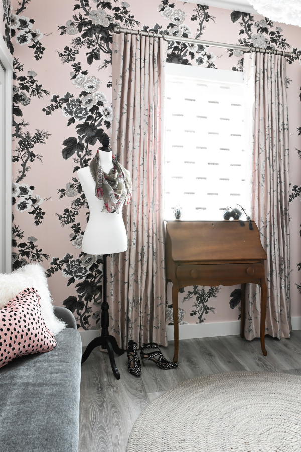 Simply-Home-Decorating_Lori-Steeves_Vancouver-BC_Canadian-Designer_A-Modern-and-Luxurious-Master-Suite-Makeover-in-Vancouver_Light-Pink-Floral-Dressing-Room-with-Sofa