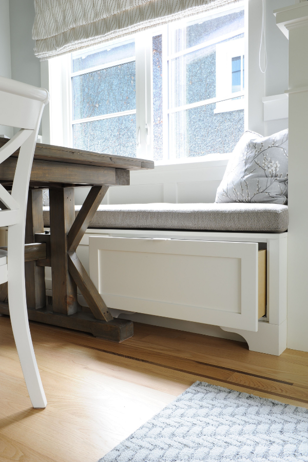 simply-home-decorating-north-vancouver-child-friendly-home-adults-love-built-in-bench-seating-around-breakfast-table